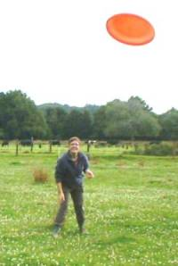 Gisela and the frisbee in mid-air